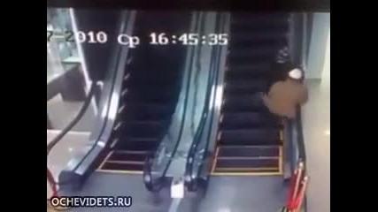 Араби на ескалатор 100% смях
