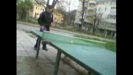 Piqnica igrae tenis na masa