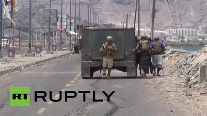 Yemen: Pro-Hadi forces fight for control of Aden International Airport