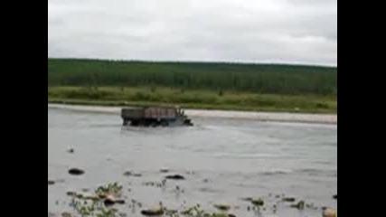 Урал Минава През Реката