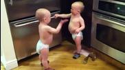 Бебета си говорят на бебешки [ Mn smqh ]