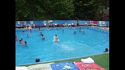 Скачане в басейн