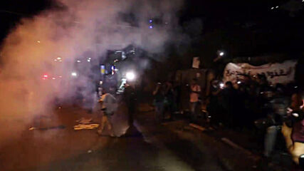 East Jerusalem: Violent clashes as police storm protest against eviction of Sheikh Jarrah residents