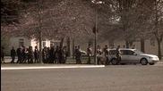 Войници отдават почит на загинал приятел - Haka
