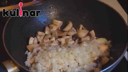 Рецепта за Ориз със спанак и гъби, гарниран с маслинки