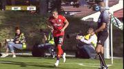 Играч отнесе фотограф