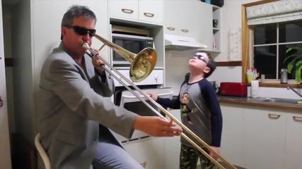 Баща и син правят необичаен ремикс. Смях