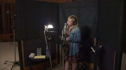 Деми записва Let It Go за Frozen в студио