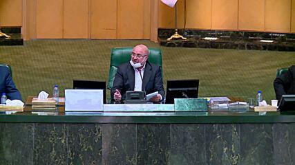 Iran: Zarif denounces US 'economic terrorism' in speech to parliament
