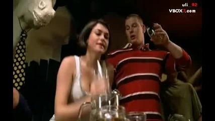 Така пият бира жените . . Смях * (сцена от филма Van Wilder)