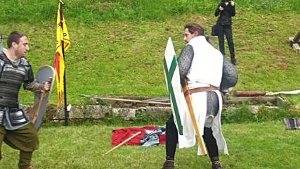 Бой с истински мечове и щитове