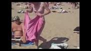 Руснаци правят хватка от кеча на плажа в Аспарухово