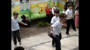 Деца Играят Сиртаки