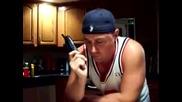 Бъзик По Телефона - заекващ Мъж