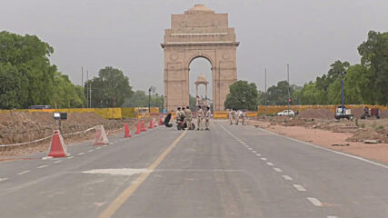 India: Delhi streets deserted as city imposes COVID-19 lockdown