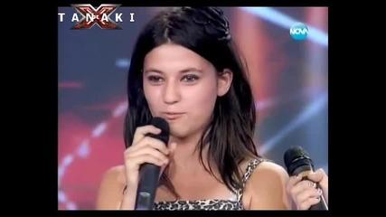 2 момичета пеят заради момче X - Factor!