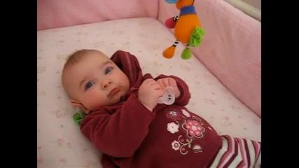 Това бебе има най-красивите очи в целия свят
