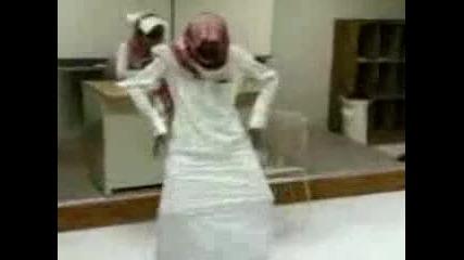 Арабин играе танца на богомолката!!!
