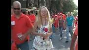 Украинска репортерка предизвиква истински смях заедно с холандските запалянковци!