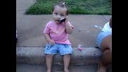 Малко Индийче Провежда Много Съдържателен* Изискан* Важен* Разговор по Телефона