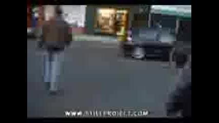 Ха ха как го удря рейса !!!