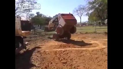 Гениално натоварване на бобкат в камион