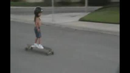 3 годишно дете със скейт