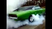 Зверски Burnout на Dodge Charger 69