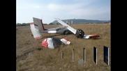 Малък самолет падна на летището в Шумен, двама души са пострадали