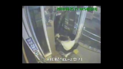Ненормалник падна в асансьорна шахта