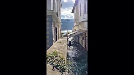 Greece: Samos streets flooded after earthquake triggers mini-tsunami