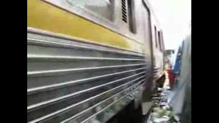 Как Минава Влак В Банкок