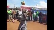 Жена със страхотен контрол над топката!