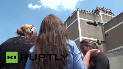 Бунт във венецуелски затвор приключва мирно с освобождаване на надзирател заложник