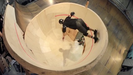 Тони Хоук прави първият в света хоризонтален скейт! Не е за хора със слаби сърца!!!