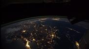 Красивата нощна земя погледната от космоса.•прелестно очарователна.
