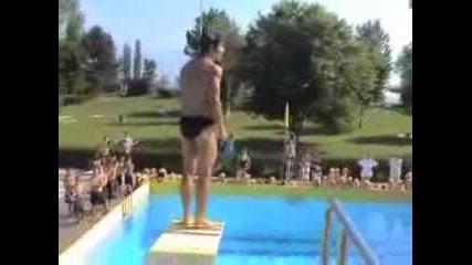 Неуспешен опит при скок в басейн