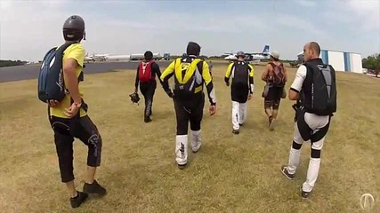 Парашутисти падащи с главата надолу поставиха световен рекорд
