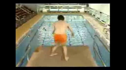 Mr. Bean go to swiming