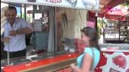Продавач На Сладолед Прави Номера На Туристка
