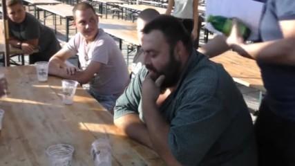 Надпиване с бира на Табиет фест в Нови Искър.
