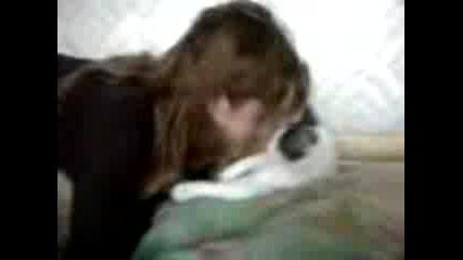 Невероятно - Дресирана Котка - Целувки