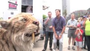 Saber toothed cat struts down Wilshire Blvd In La and comes home to the Tar Pi Tarih Oncesi Canlilar