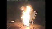 Мъж се самозапалва и започва да рисува !