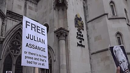 UK: Crowd of Assange's supporters protest against extradition in London