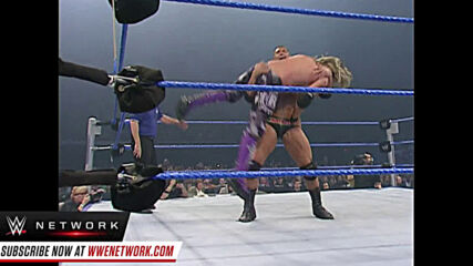 Undertaker appears during Batista vs. Edge World Title bout: SmackDown, Nov. 30, 2007