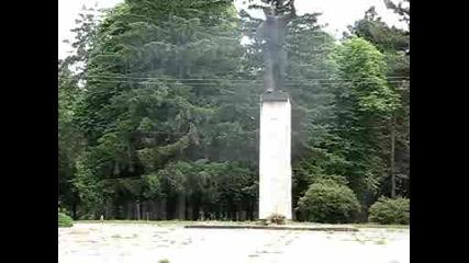 Две Могили - Паметникът На Филип Тотю