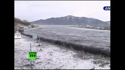 драматично видео от цунамито в Япония