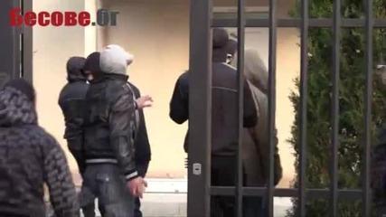 Бургаски ултраси и банда скинари смазаха сектанти в собствената им църква