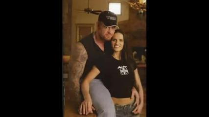 Undertaker зад завесите